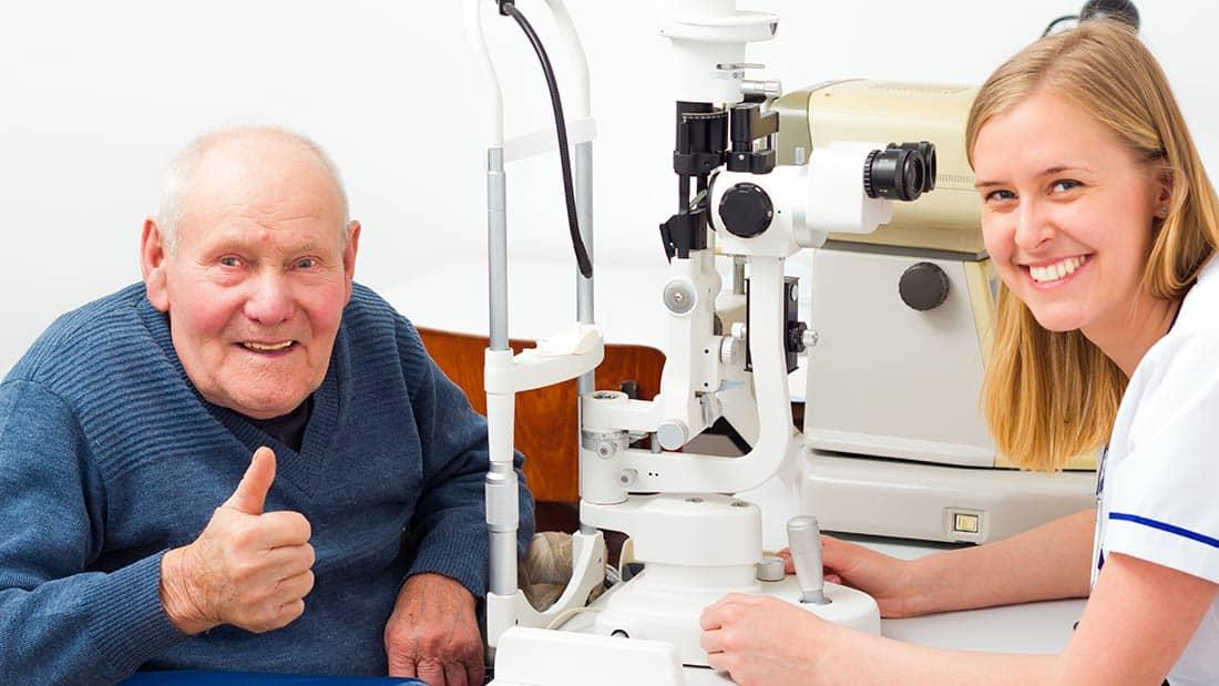 pacjent po operacji zaćmy